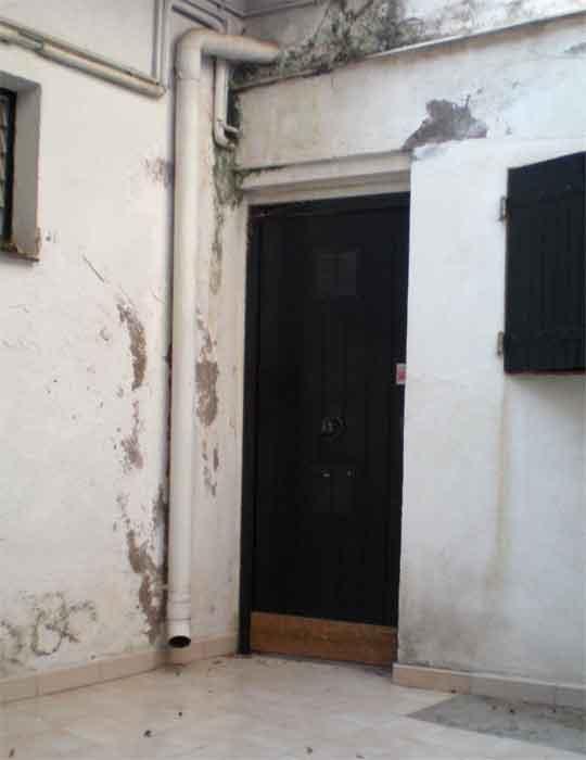 Marco de puerta deteriorado por termitas el for Marco puerta madera