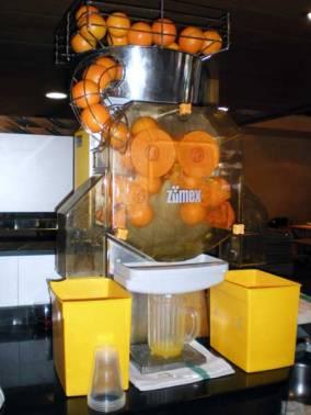 Foto 1. Imagen de una máquina para exprimir naranjas. Si en un local hay mosca de vinagre, se las verá revolotear cerca de la zumera./ Desinsectador 14-02-2013