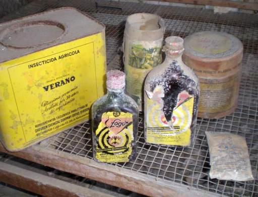 Insecticidas en una casa de pueblo abandonada el for Casa del insecticida