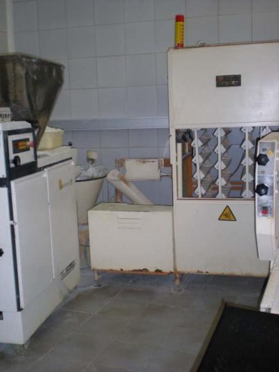 Foto 1. Máquina para la elaboración de pan./ Desinsectador junio-2013