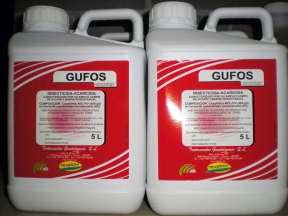 Foto 3. Dos garrafas de insecticida Gufos de Tragusa, Tratamientos Guadalquivir SL./ Desinsectador 07-2013