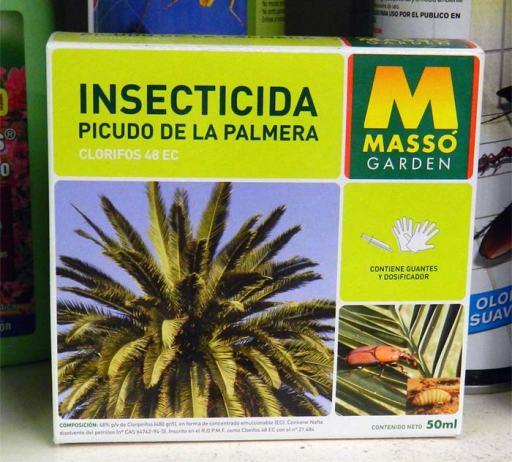 Foto 1. Insecticida para el picudo de la palmera de Comercial Massó./ Desinsectador 07-2013