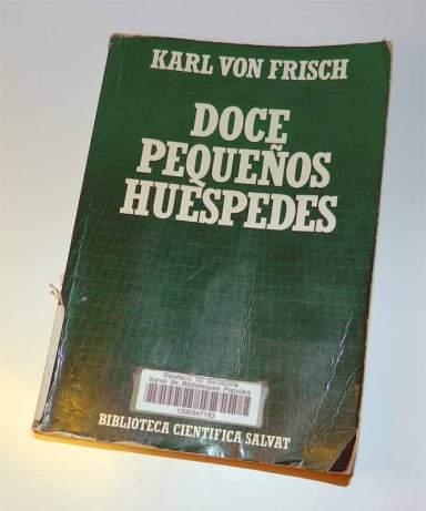 Foto 1. Portada de 'Doce pequeños huéspedes' de Karl von Frisch, editado en 1986 por la editorial Salvat.