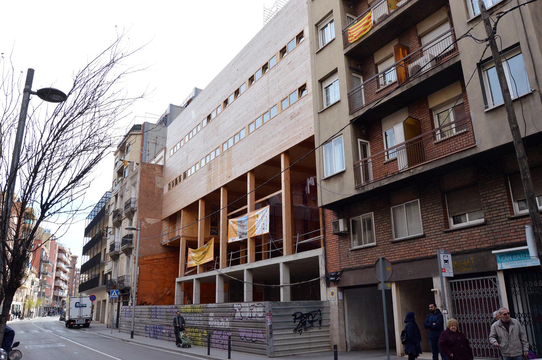 Edificio de la Cooperativa la Borda en Barcelona (madera estructural ...